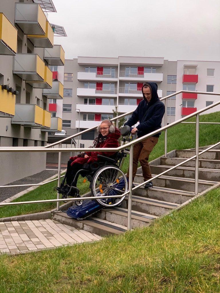 Schodolez prekonáva schodiskové bariéry